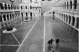 High Water in Venice: B/W Photos Showing a Real 'Water City'