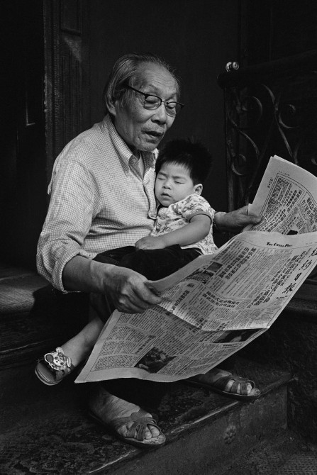 Kam Ho Lee with his grandson Vincent Lee, 9 Eldridge St., 1983, New York Chinatown.jpg