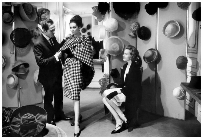 Pierre-Cardin-with-model-at-his-salon-photo-by-Ian-Berry-1962.jpg