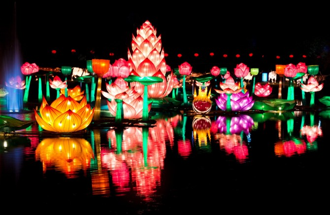 chinese-new-year-lantern-festival-colorful-floating-lanterns.jpg