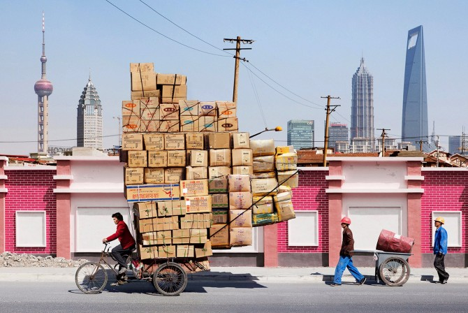 totems-alain-delorme-photography-streets-china_dezeen_2364_col_13.jpg